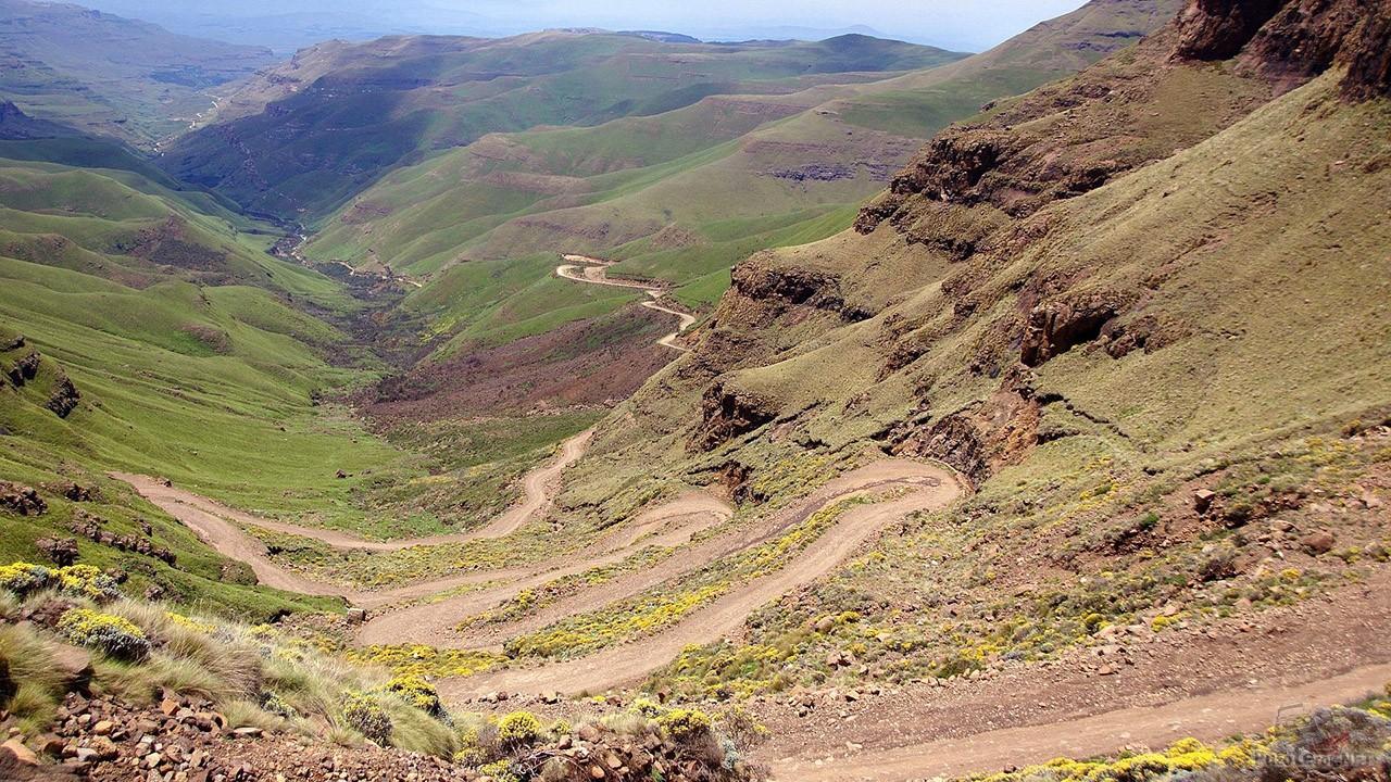 Серпантин перевала Сани Пасс в Королевстве Лесото