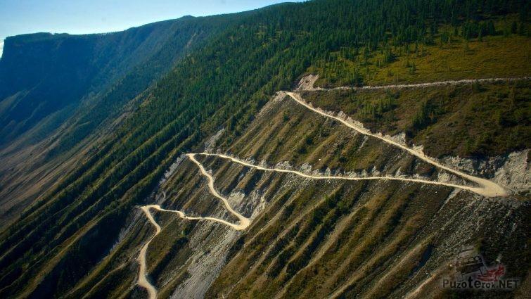 Серпантин перевала на Алтае