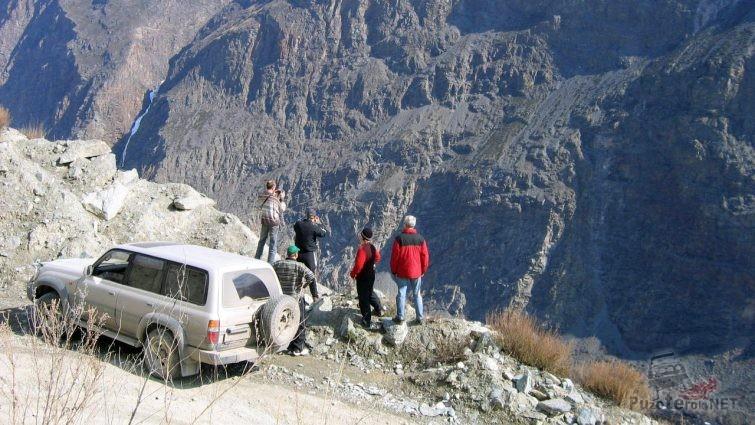 Туристы фотографируют горы Алтая