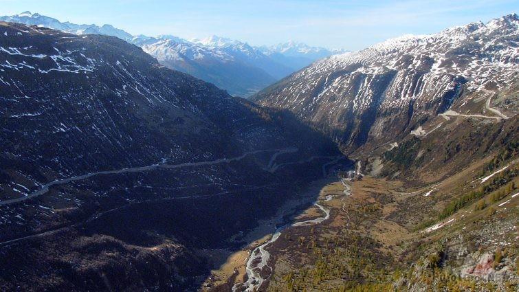 Участок перевала Фурка в долине Швейцарских Альп