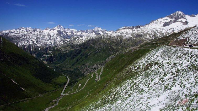 Высокогорный участок перевала Фурка в Швейцарских Альпах