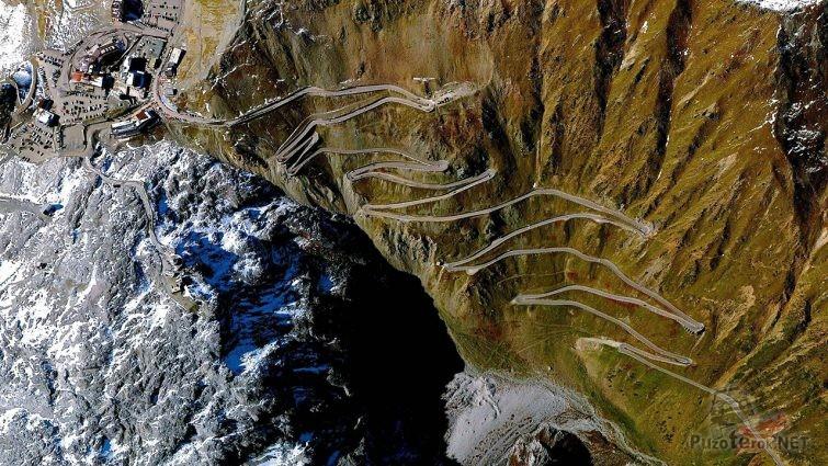 Захватывающий дух вид на горный перевал Стельвио