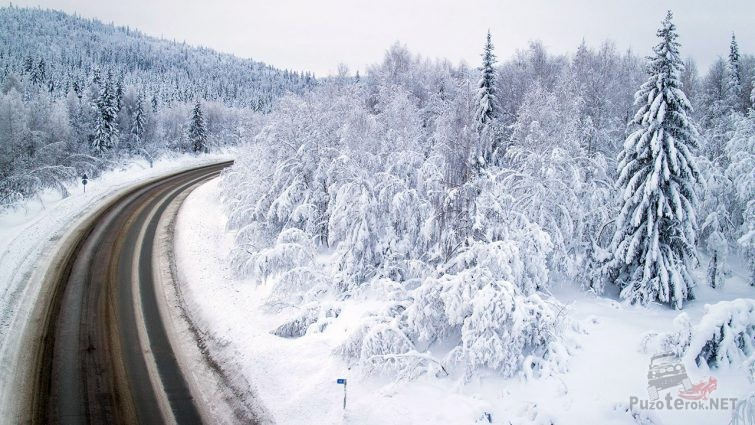 Зимний пейзаж горного перевала трассы Уфа-Магнитогорск