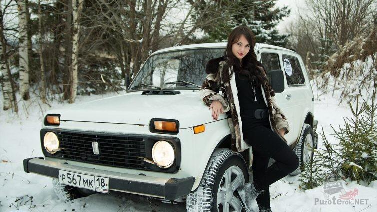 Девушка и Нива в зимнем лесу