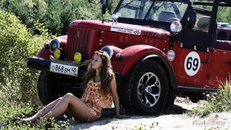 Девушка и красный ГАЗ-69