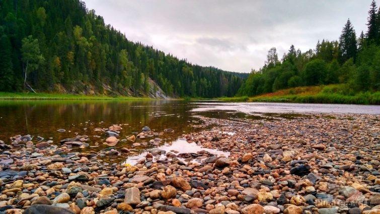 Каменистое русло реки Усьва