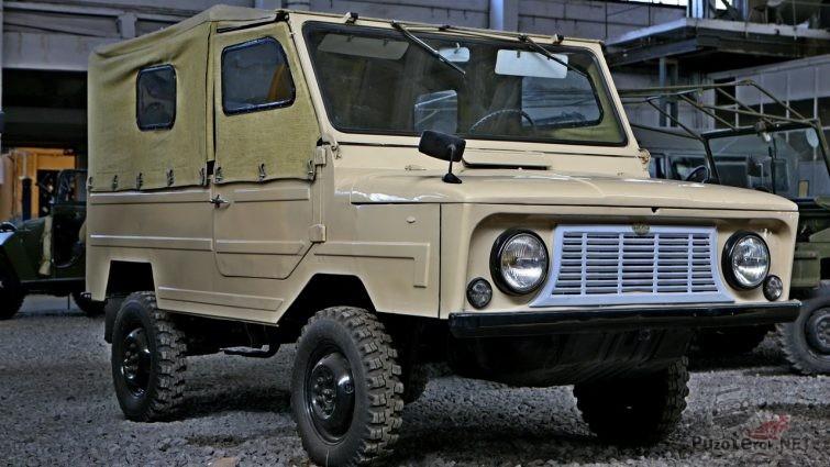 ЛУАЗ-969 Волынь бежевого цвета с тентом