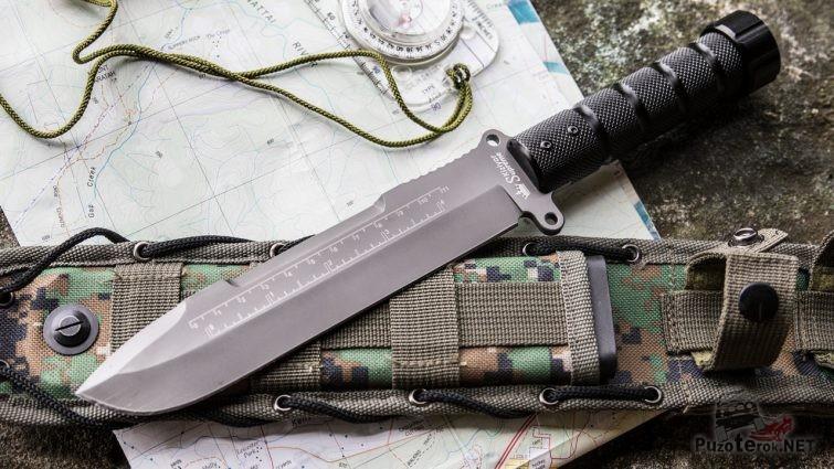 Нож с чехлом и карта с компасом