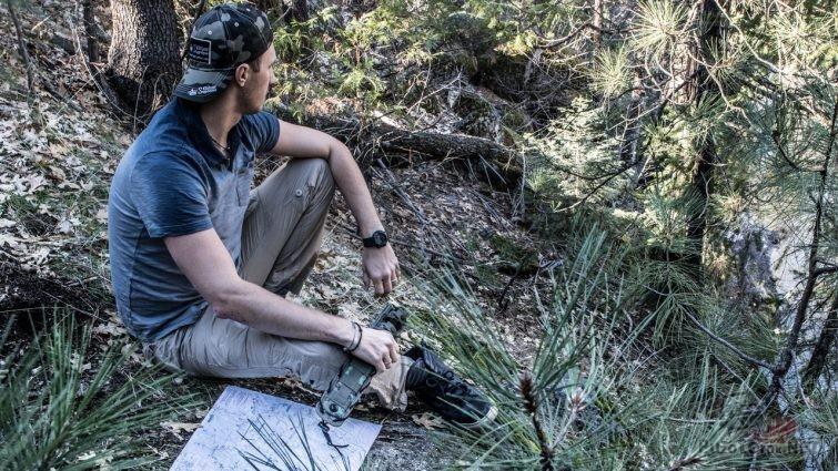 Нож выживальщика в походе по национальному парку