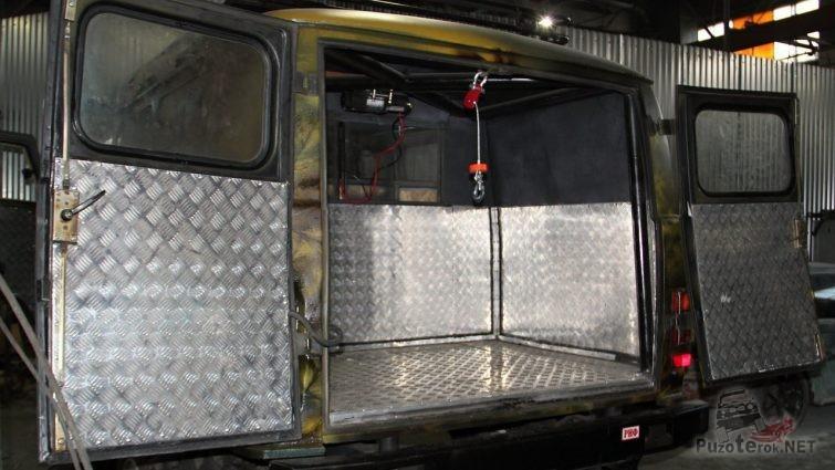 Отделка багажного отсека батона рифлёным алюминием