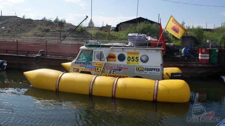 Плавающий УАЗ Буханка на надувных понтонах