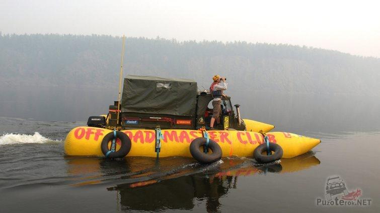 Плот для переправы авто на надувных бананах