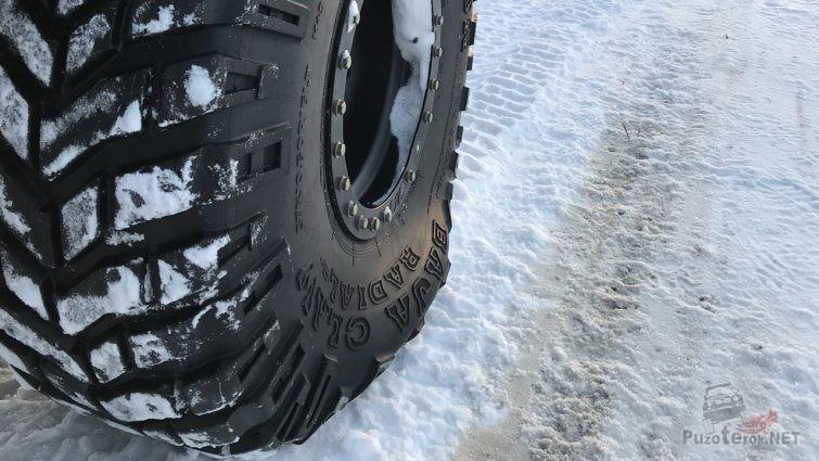 Стравленные шины для езды по снегу