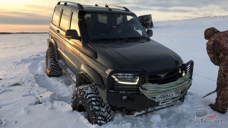 УАЗ Патриот на 37 колёсах в снегу