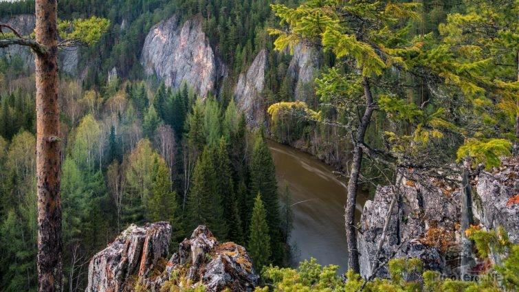 Вид со скалистого берега на реку Ивдель