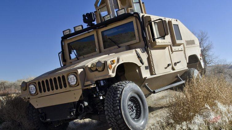Военный бронеавтомобиль Хамви