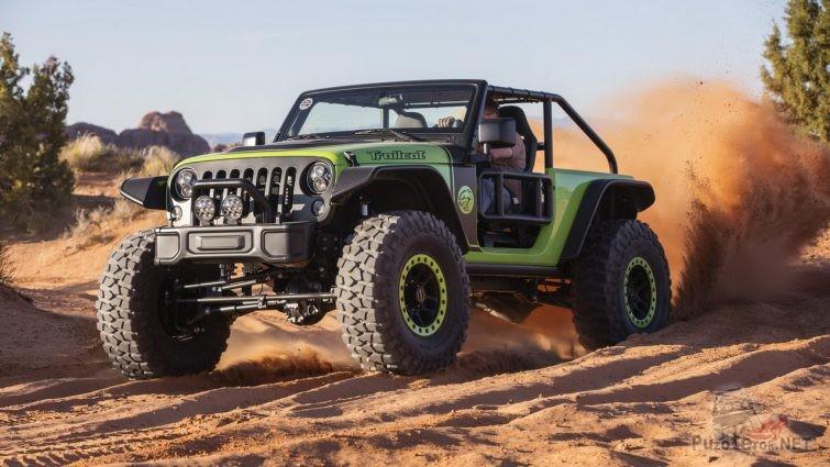 Jeep Trailcat мчится по грунтовке