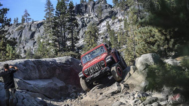 Красный рубикон на скалах