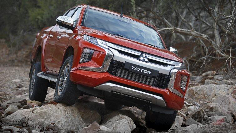 Mitsubishi Triton на камнях