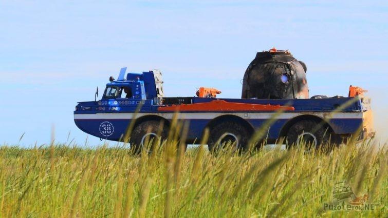 Перевозка космической посадочной капсулы на ЗИЛ-49061