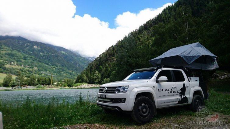 Путешествие на амроке с палаткой над кузовом пикапа