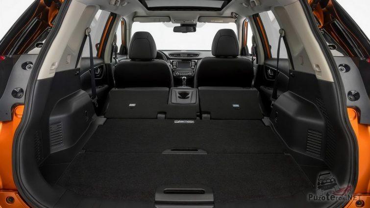 Раскладывающиеся сиденья вровень с полом багажника в x-trail