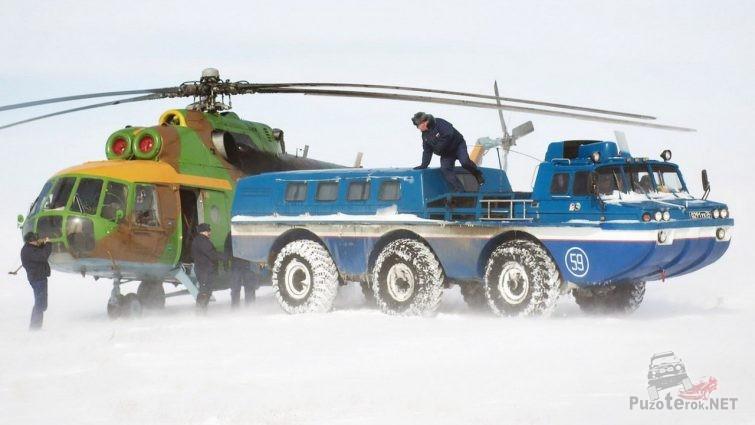 Разгрузка вездехода ЗИЛ-49061 в вертолёт