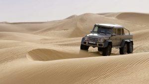 Шестиколёсный геледваген AMG в пустыне
