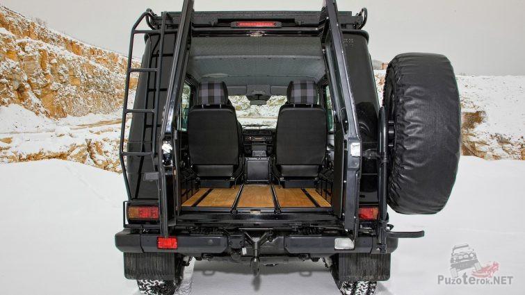 Салон гелендвагена со стороны багажника