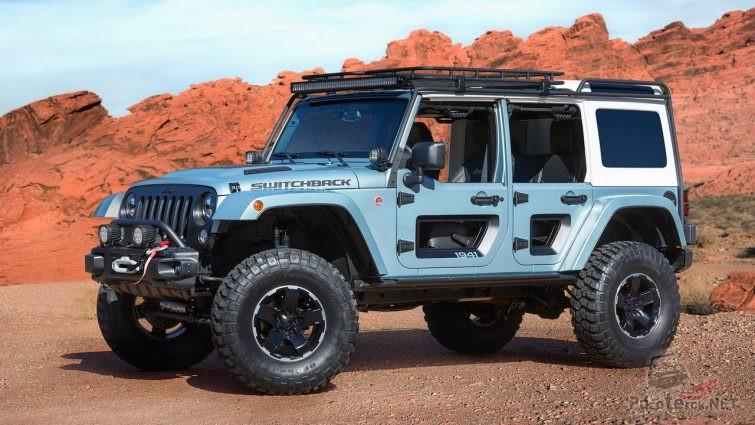 Внедорожник jeep switchback на фоне техасских гор