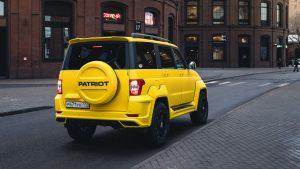 Жёлтый патриот вид сзади