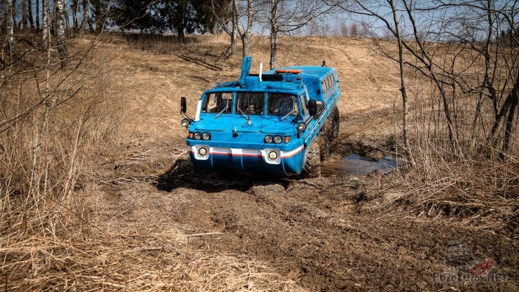 ЗИЛ-49061 синяя птица проезжает грязь