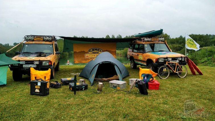 Жёлтые Дискавери в палаточном лагере Кэмел Трофи