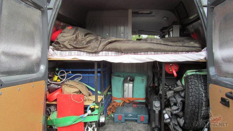 Багажный отсек со спальным местом в Соболе