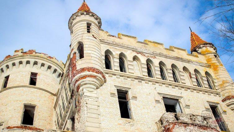 Фрагмент замка с башенками
