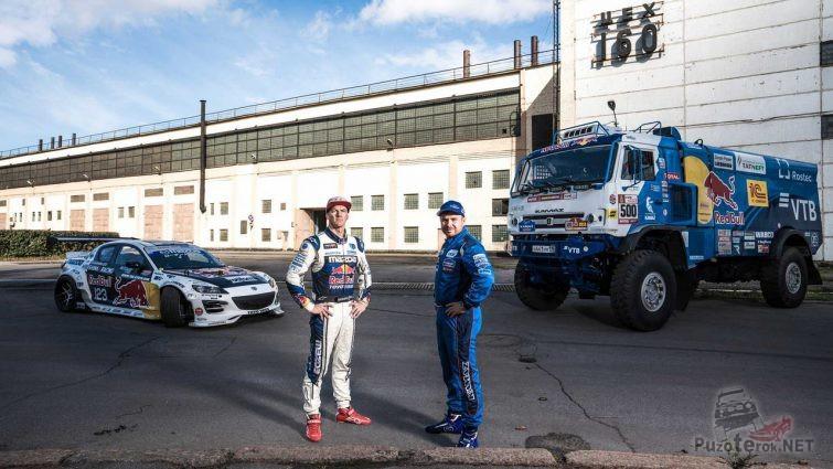 Гонщик Камаза и Мазды возле своих машин