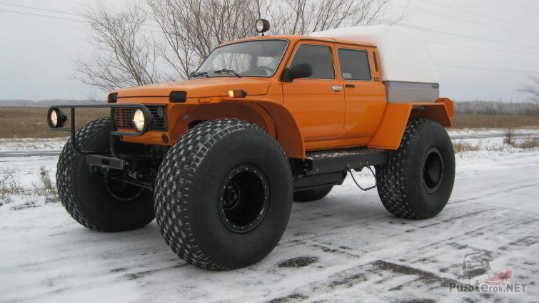 Грузовой снегоболотоход Марш оранжевого цвета