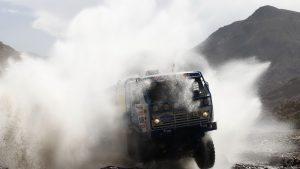 Камаз в облаке брызг на Ралли-Дакар