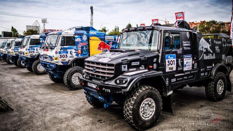 Капотный Камаз стоит в ряд с грузовиками Камаз-Мастер