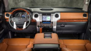 Кожаный салон коричневого цвета автомобиля Toyota Tundra