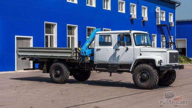 Манипулятор на грузовике со сдвоенной кабиной и длинной базой