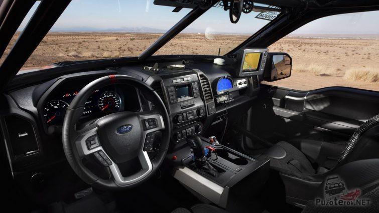 Навороченный салон внедорожника Ford Раптор