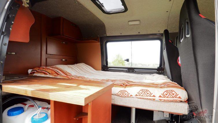 Оборудованный жилой отсек в Соболе для дальних путешествий