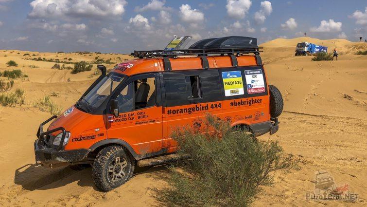 Оранжевый Соболь на ралли Дакар в пустыне