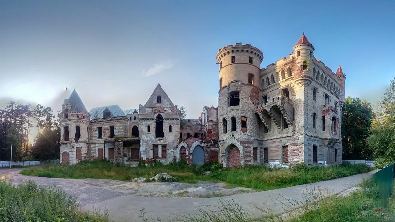 Замок в Муромцево (12 фото)