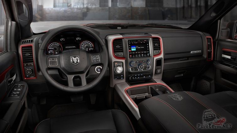 Салон автомобиля Dodge Ram в чёрном цвете