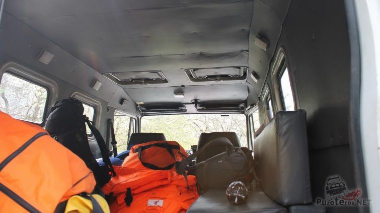 Салон грузового автомобиля МЧС изнутри