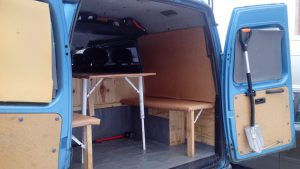 Стол и сиденья в багажном отделении голубого Соболя