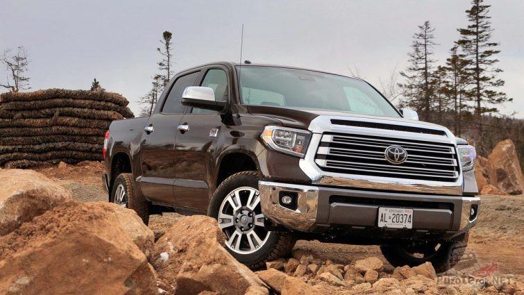 Toyota Tundra на камнях