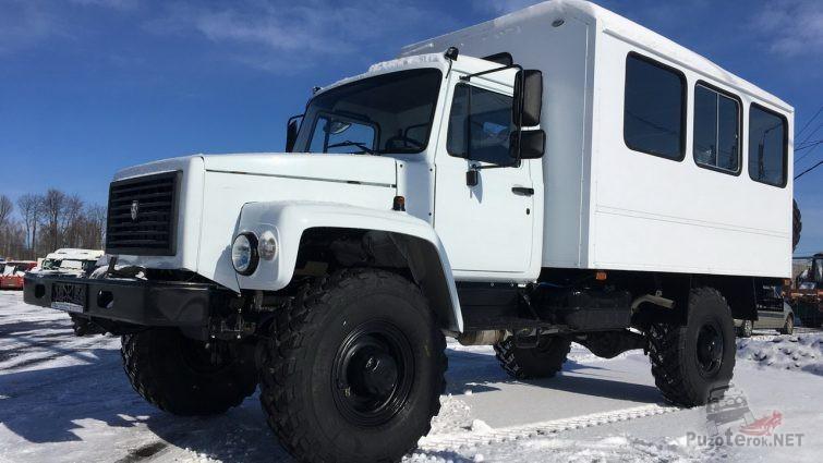 Вахтовый ГАЗ Садко на снегу